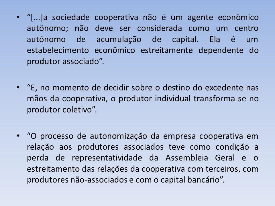 [...]a sociedade cooperativa não é um agente econômico autônomo; não deve ser considerada como um centro autônomo de acumulação de capital. Ela é um estabelecimento econômico estreitamente dependente do produtor associado .